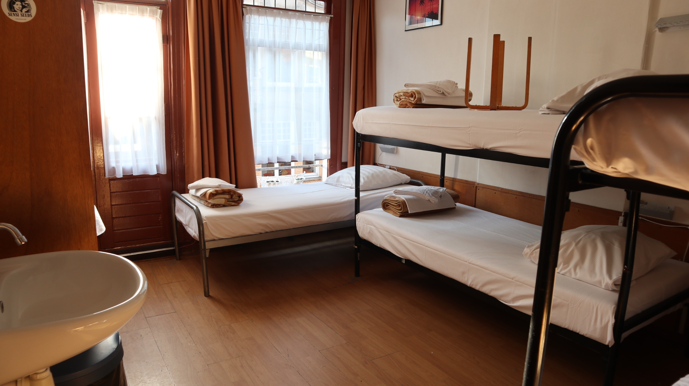 Private five person room (five single beds)